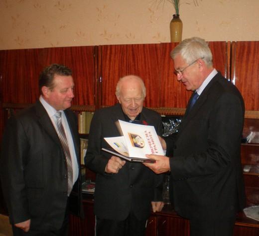 Мер Мукачева уважив мукачівського ветерана, якому виповнилось 95 років (ФОТО)