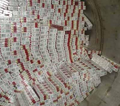 Чоловік у гаражі ховав більше 700 ящиків сигарет