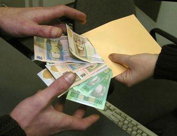 """На хабарі в сумі 4 тисячі гривень спіймали в.о. директора """"Закарпатського центру родючості"""""""