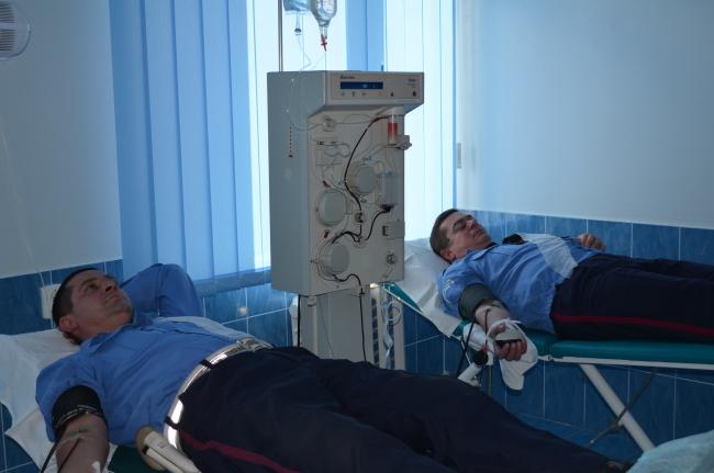 В Ужгороді та Мукачеві працівники ДАІ здавали кров для постраждалих у ДТП