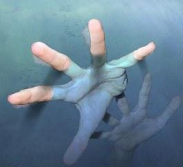 Чинадіївські правоохоронці виловили в річці труп молодого чоловіка без штанів