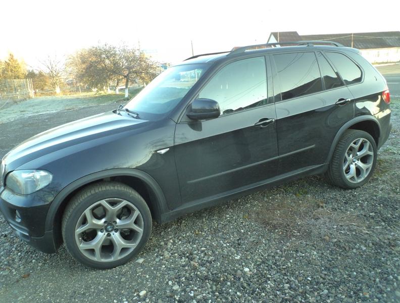 Викрадений в Італії позашляховик «БМВ Х5» затримали на Закарпатті (ФОТО)