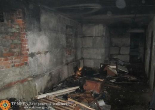 У Сваляві горів підвал житлового будинку: пожежники евакуювали 12 осіб (ФОТО)