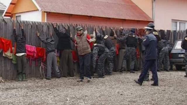 У сусідній із Закарпаттям Румунії близько 100 ромів влаштували масову бійку на сокирах, вилах і косах