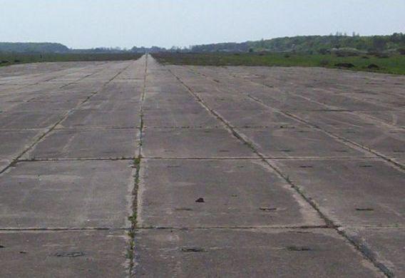 Скандал навколо Мукачівського аеродрому: депутати відмовились повернути об'єкт військовим