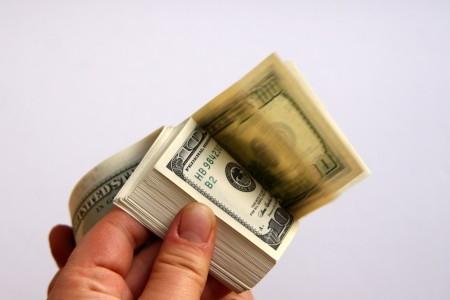 На Тячівщині в чоловіка відібрали чотири тисячі євро та десять тисяч гривень