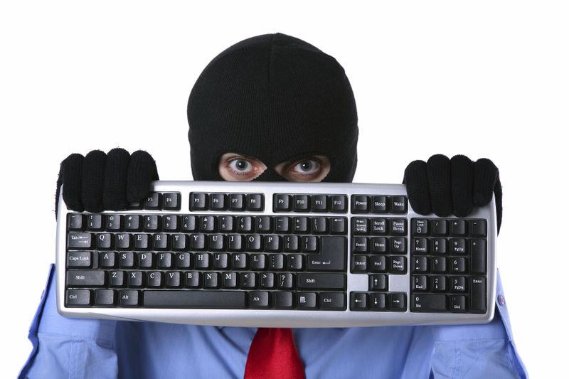 В центрі Мукачева грабують магазини комп'ютерної техніки