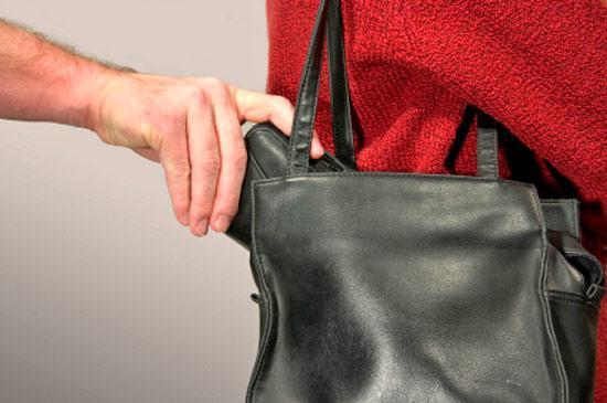 У Виноградові із сумки жінки вкрали майже 6 тисяч гривень