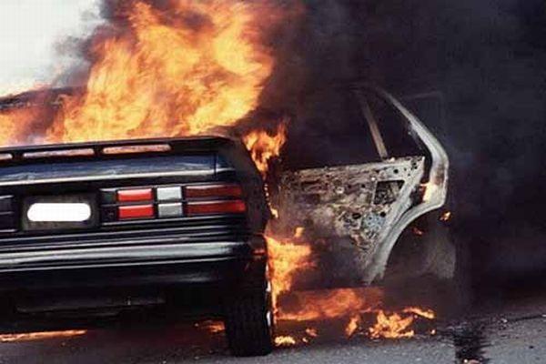 Вночі в Мукачеві згоріло дві автівки