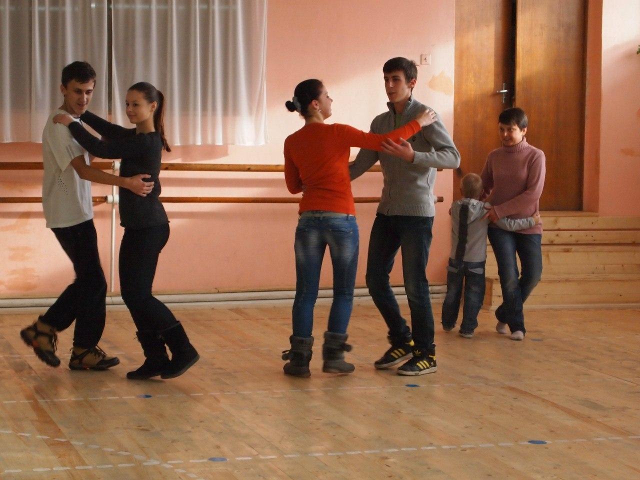 В Ужгороді провели майстер-клас з народного танцю (ФОТО)