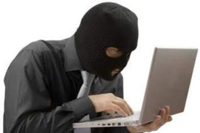 На Тячівщині грабіжник серед білого дня зайшов в офіс і викрав зі столу ноутбук