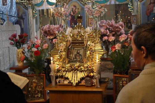 На Хустщині мироточить ікона Христа Спасителя (ФОТО)