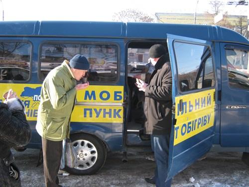 Щастя на горі людей не побудуєш. На трасі Київ-Чоп, під Бродами, продають вареники по 50 гривень за порцію і каву за 20 гривень