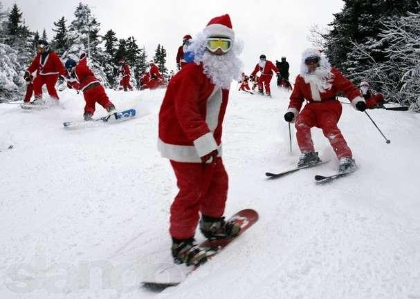 До Буковелю з'їхалися майже півтори сотні Дідів Морозів щоб поїздити на лижах та сноубородах