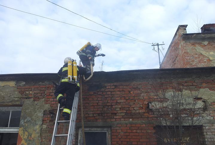 Більше години знадобилось воловецьким пожежникам, щоб загасити вогонь у кондитерському цеху