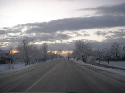 Через ожеледицю на дорозі Мукачево-Чоп перекинувся автомобіль