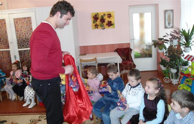 Андрій Балога подарував святкові подарунки дітям з обмеженими можливостями