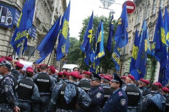 Свободівці готують протест проти угорської мови