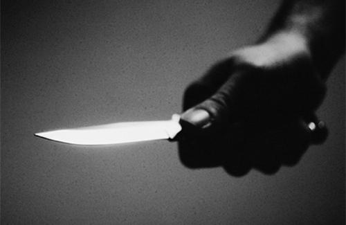 У Чопі психічно-хворий вдарив ножем жінку
