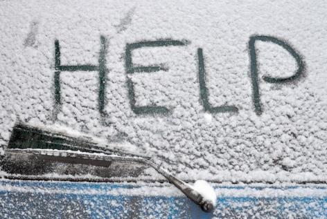 Сніг застав Мукачівщину зненацька: автобуси в кюветах, грошей на прибирання бракує