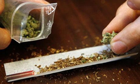 П'яну мукачівку затримали на пероні станції Мукачево зі згортком марихуани