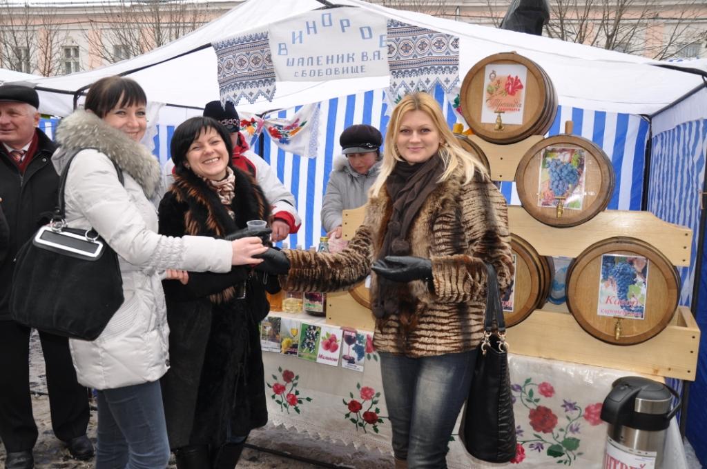 """Фестиваль """"Червене вино – 2013"""" відвідали близько 50 тисяч туристів"""