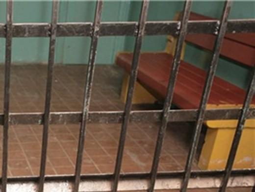Двадцять одного посадовця притягнуто до відповідальності за неналежне дотримання прав затриманих