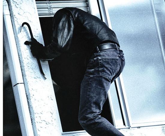 У Мукачеві пограбували новобудову: зловмисники поцупили батареї, ламінат та освіжувач повітря