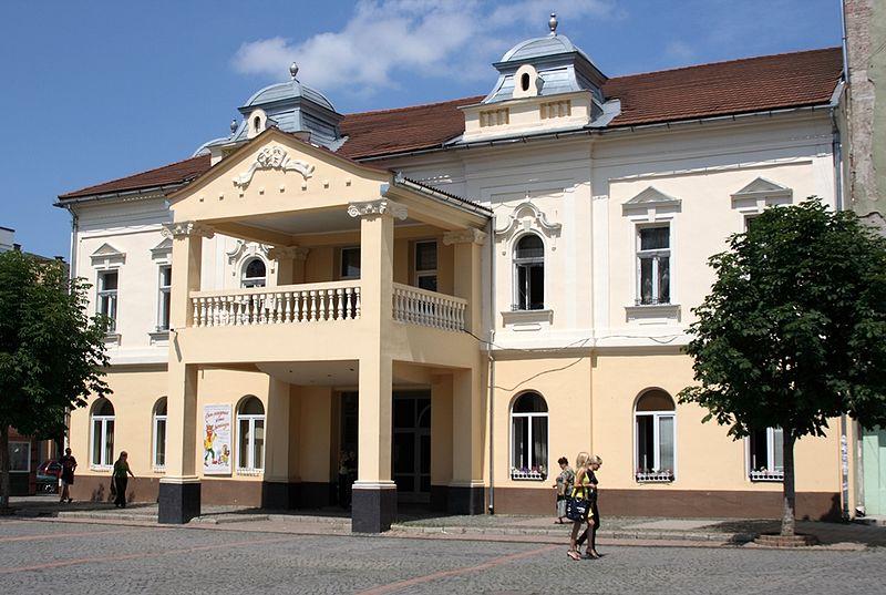 Закарпатський обласний державний російський драматичний театр розпочав 2013 рік гастролями (ВІДЕО)