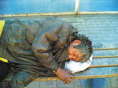 На Ужгородщині п'яний чоловік замерз біля дверей власного будинку