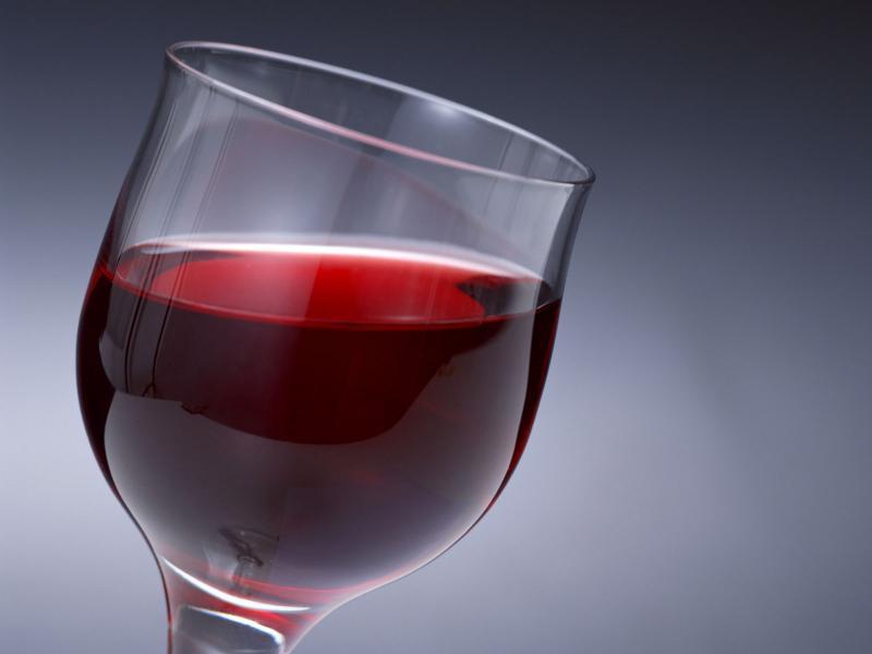 На Ужгородщині злодій намагався замести сліди випивши частину вкраденого вина