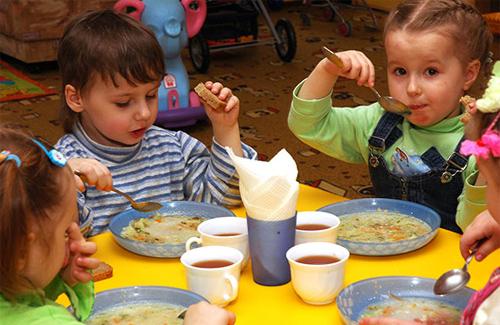 Цього року в області на харчування дітей виділили майже 60 мільйонів гривень (ВІДЕО)
