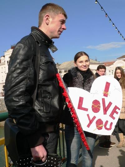 """В Ужгороді на флеш-фесті перемогла """"плавуча валентинка"""" (ФОТО)"""