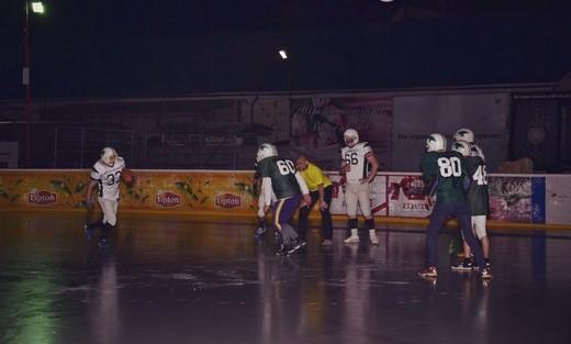 """В Ужгороді """"Лісоруби"""" вперше зіграли в американський футбол на льоду (ФОТО)"""