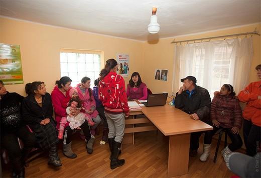 У Мукачеві ромам розповідали як інтегруватися в соціальне життя міста (ФОТО)