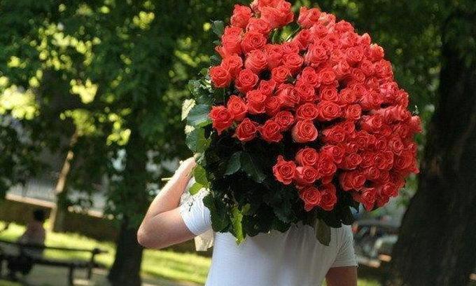 На скільки прийдеться розкошелитись чоловікові на квіти коханій жінці до 8 Березня (ВІДЕО)