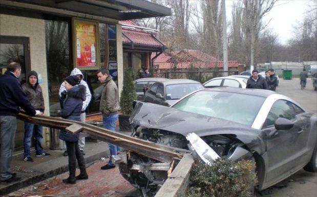 16-річний одеський школяр на Peugeot збив двох людей і протаранив три авто