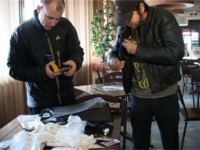 Закарпатські правоохоронці знешкодили міжнародний канал постачання важких наркотиків в Україну (ФОТО)