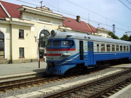 """На станції """"Мукачево"""" затримали 30-річного чоловіка з мисливським ножем"""