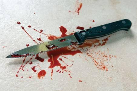 У селі Червеньово під час сімейної сварки п'яний чоловік встромив дружині в живіт ніж