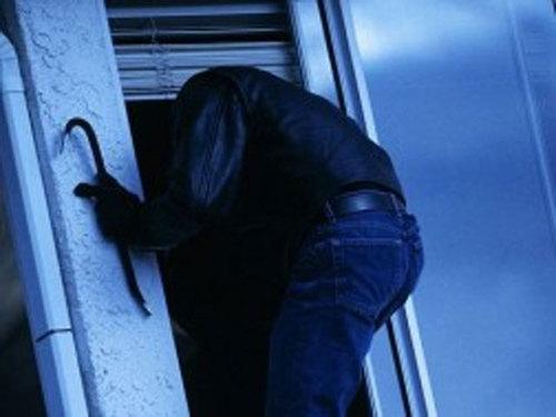 Незачинені двері балкону стали причиною пограбування жителя села Стеблівка