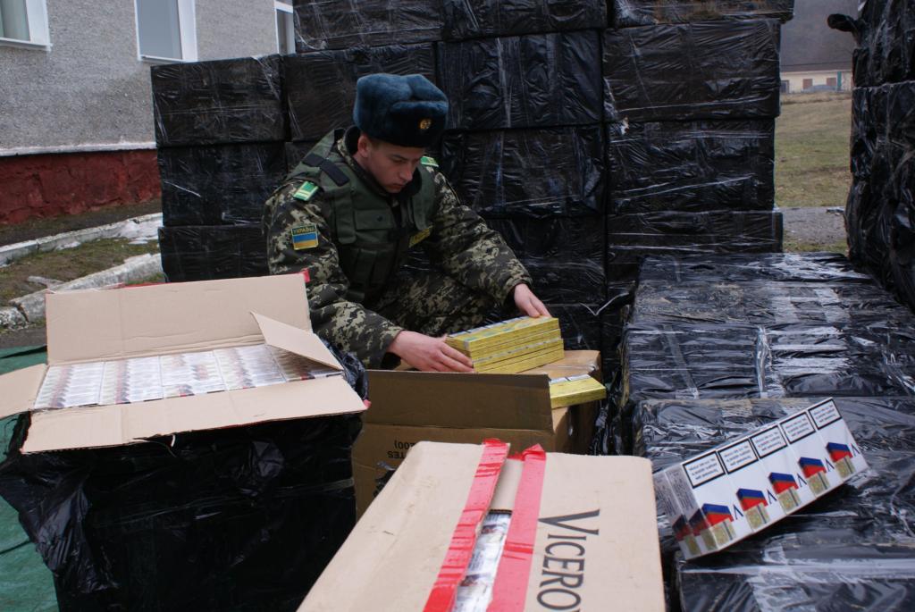 Прикордонники Мукачівського загону виявили 10 тисяч пачок контрабандних сигарет