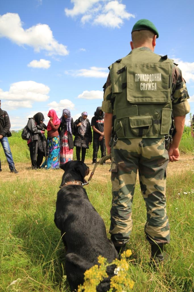 Тріо сміливих нелегалок затримали чопські прикордонники