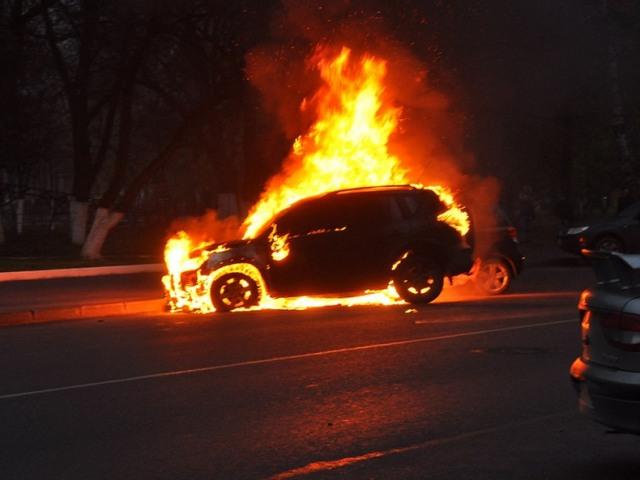 На Пряшівській під час руху загорівся автомобіль