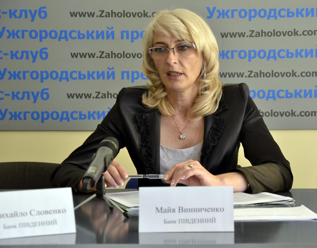 """Українські заробітчани все частіше переказують гроші """"цивілізовано"""", а не """"автобусними переказами"""""""