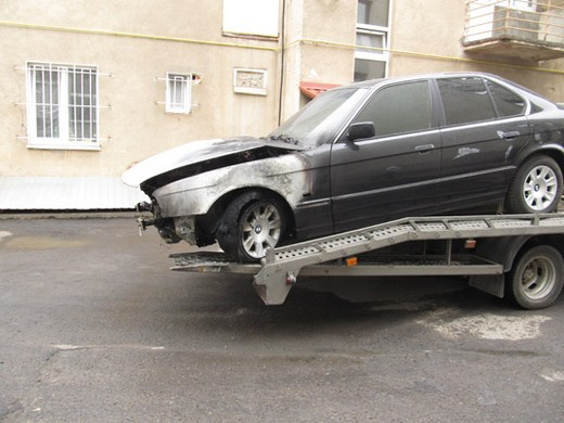 Сьогодні вранці на парковці Ужгородського міськвиконкому горів службовий автомобіль