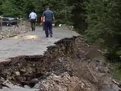 Їздити Синевирським перевалом небезпечно для життя (ВІДЕО)