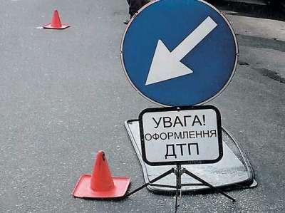 ДТП на Ужгородщині: водій на Шкоді Октавії влетів у припаркований на узбіччі МАН