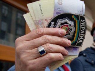 На Берегівщині міліціонери затримали дільничного інспектора на хабарі