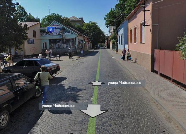 """У Мукачеві біля """"зеленого"""" ринку екс-міліціонер збив жінку"""
